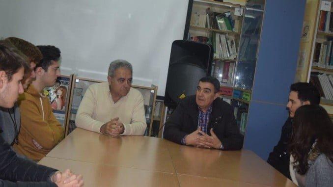 Vicente Zarza visita el instituto para comprobar la buena marcha de la implantación del ciclo dual