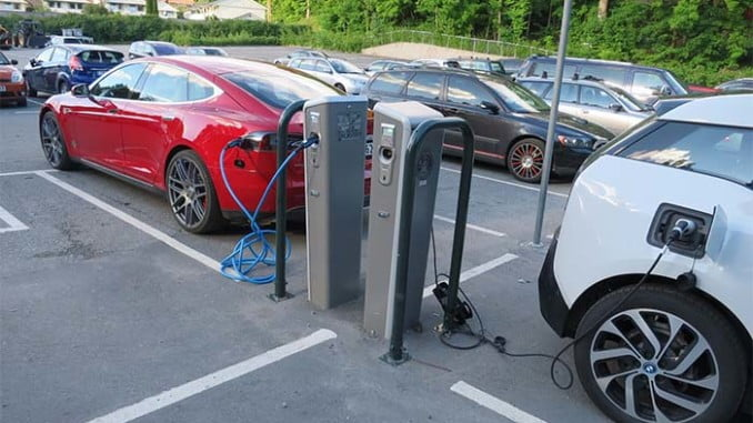 El Gobierno predente fomentar el uso del vehículo eléctrico y mejorar la eficiencia en el transporte
