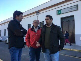 Los populares visitan Rociana del Condado