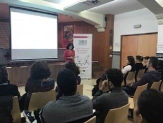 La construcción del amor romántico y su relación con la violencia de género, charla de Pepa Jiménez a los usuarios del Plan de Empleo de Cruz Roja