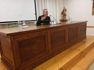 El obispo de Bilbao, durante su alocución en el Seminario de Huelva