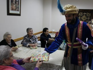 Los Reyes llevan la ilusión a los mayores