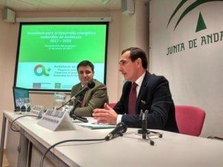 El delegado territorial de Economía y Empleo, Manuel Ceada, y el director gerente de la Agencia Andaluza de la Energía, Cristóbal Sánchez, han presentado hoy el programa