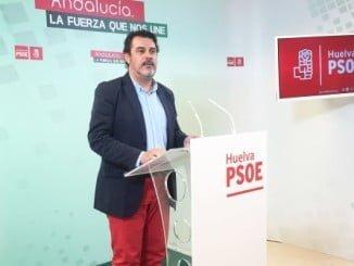 Jesús Ferrera en rueda de prensa en la sede del Partido Socialista