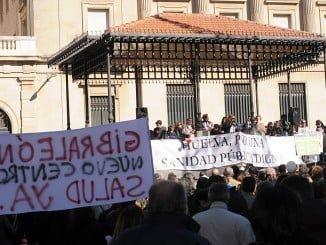 Huelva pidió la paralización de la fusión en dos manifestaciones multitudinarias