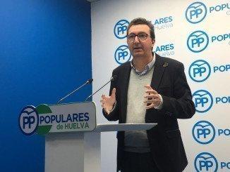 El presidente de los populares recuerda a Susana Díaz la necesidad de los ayuntamientos en recibir ese dinero