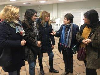 Pilar Miranda y otras concejalas de su Grupo Municipal junto a la presidenta de la Fundación