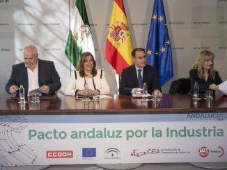 Susana Díaz firma con sindicatos y empresarios el Pacto por la Industia