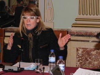 La portavoz de los populares, Pilar Miranda, interviene en el pleno municipal
