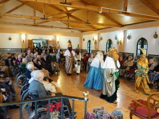 Los mayores disfrutaron de la visita de Melchor, Gaspar y Baltasar