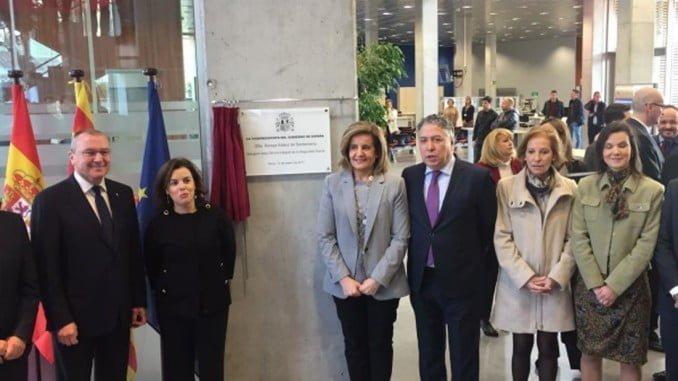 La vicepresidenta del Gobierno y la ministra de empleo en un acto en Reus
