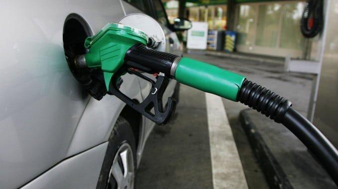 Destaca la bajada de los precios de los carburantes frente a la subida que experimentaron el año pasado