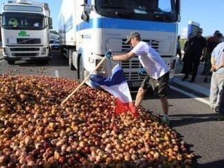 UPA quiere que el Gobierno español pase de las palabras a los actos para evitar que Francia siga volcando camiones