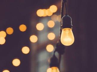 Se estudian distintas iniciativas para conseguir una electricidad algo más barata
