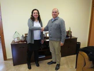 Rafael Romero y Manuela Romero tras la firma del convenio