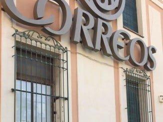Fachada del edificio de Correos donde estaban los leones de bronce