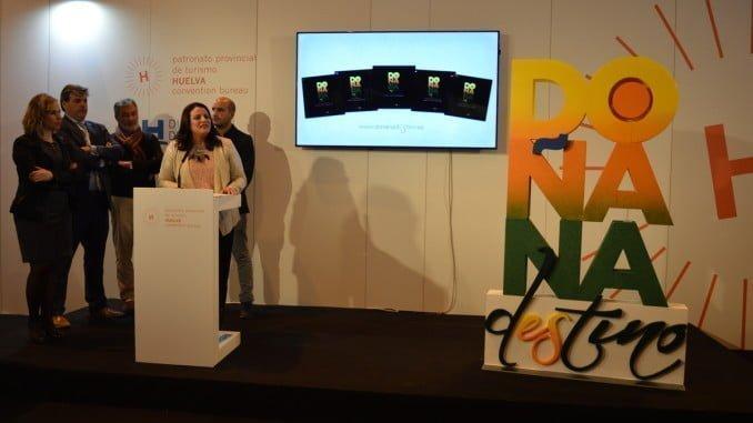 """La alcaldesa presentando en Fitur la nueva marca """"Doñana destino"""""""