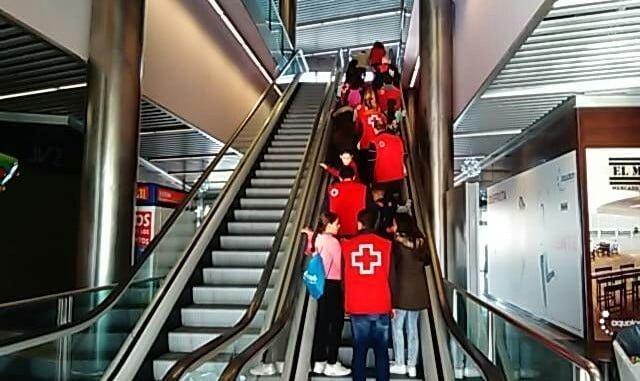 Cruz Roja lleva al cine a los niños en riesgo de exclusión social de Pérez Cubillas