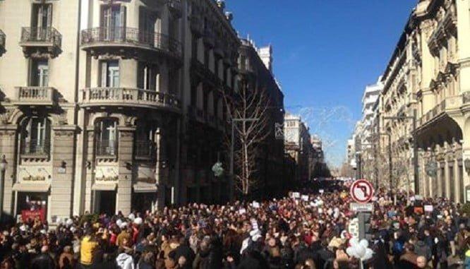 Manifestación esta mañana en Granada, que también volvió a salir a la calle igual que Huelva, Málaga y esta vez también Sevilla