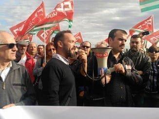 Manifestación en protesta por el despido del sindicalista Damián García