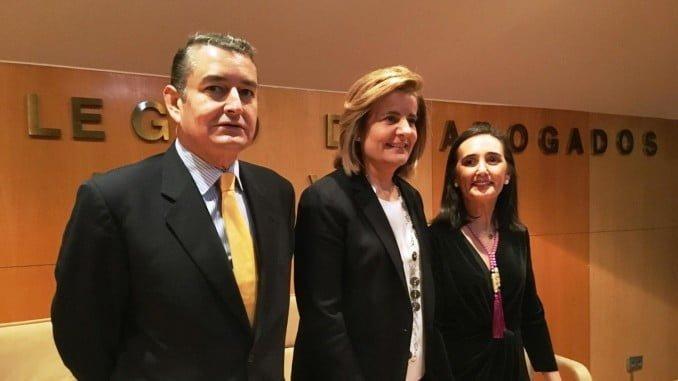 La ministra de Empleo junto a Antonio Sanz y Asunción Grávalos