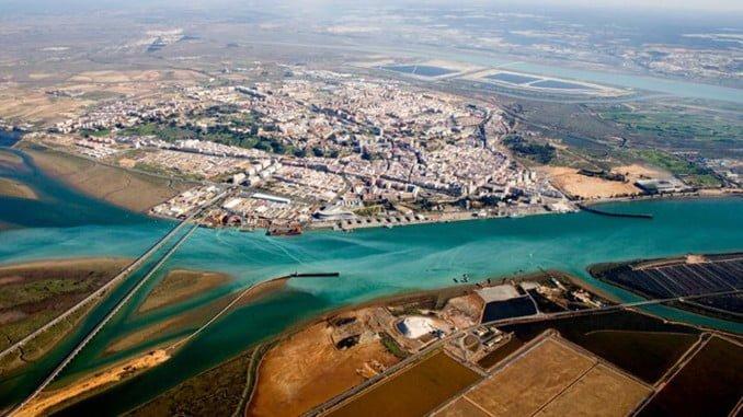 En el encuentro se abora la posibilidad de incrementar el tráfico de mercancías hacia el Puerto de Huelva