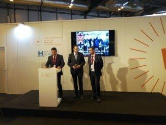 Los alcaldes de Aracena y Aroche y el diputado de la Sierra en la presentación del nuevo producto turístico