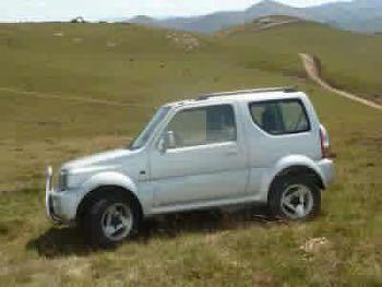 El vehículo en el que iba el desaparecido, un Suzuki Jimny color gris claro con matrícula 6415-FDK