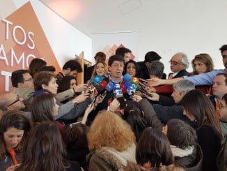 Juan Marín, atiende a la prensa en la Asamblea Nacional de Ciudadanos