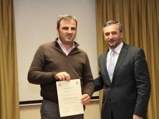 El hermano de la premiada y el responsable de Innovación y Living Labs de Endesa, Jorge Sánchez
