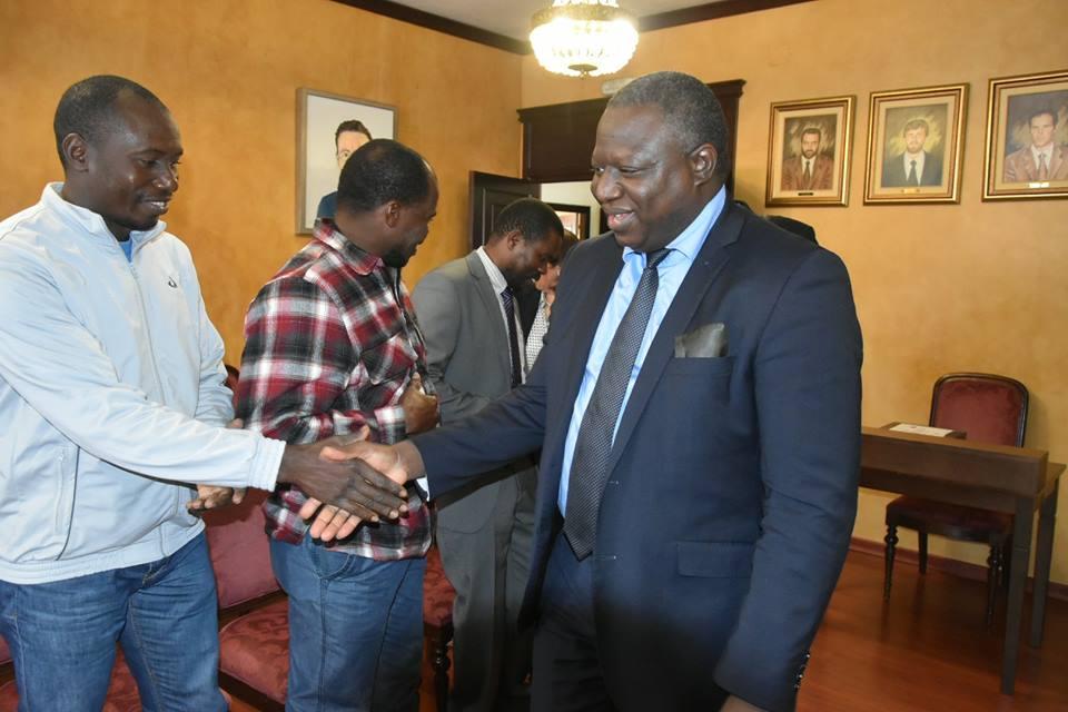 El embajador de Mali saludó a los compatriotas que viven en Lepe.