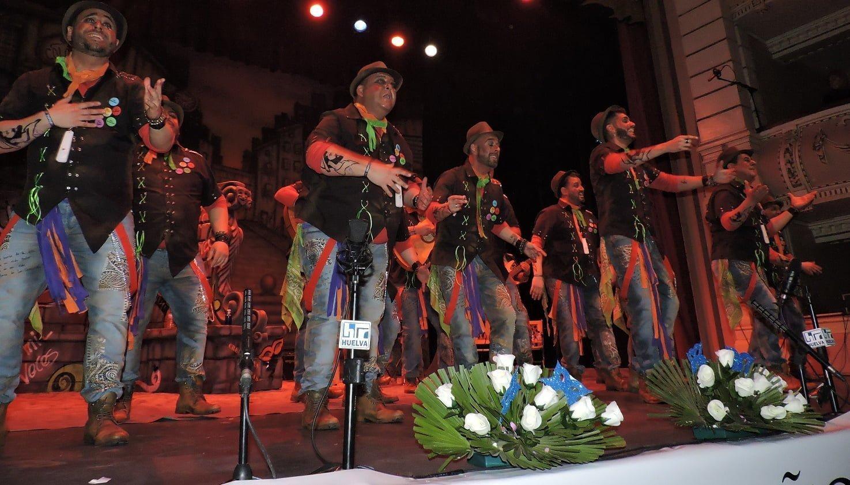 La comparsa 'Mi Barrio', de Huelva capital, fue muy aplaudida cuando mencionó el veto en una hermandad rociera.