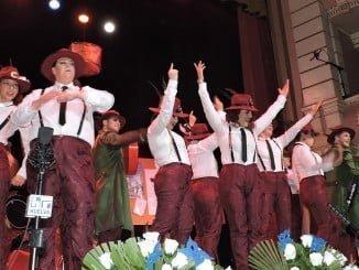 La comparsa'El Plan C' dejó en el Gran Teatro el sello del carnaval de Isla Cristina en unas preliminares de nivel.