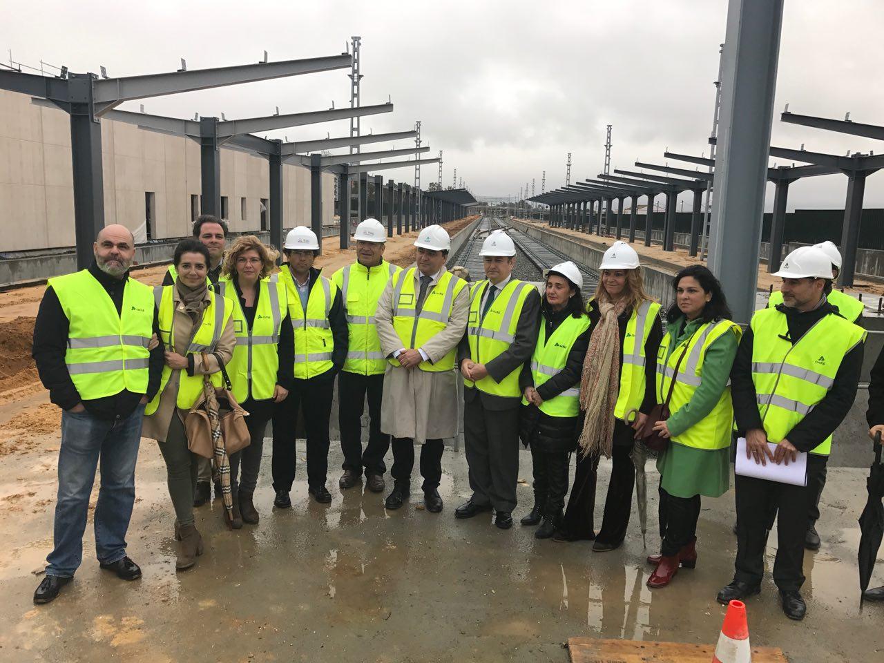 Junto al delegado del Gobierno y la subdelegada en Huelva, miembros de la Corporación de Huelva visitaron las obras de la nueva estación.