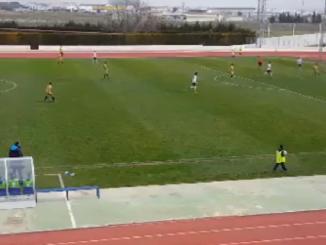 Domínguez remata a gol tras el pase de la muerte de Núñez en una muy buena jugada de Recreativo.