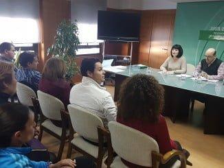 Carmen Solana, ha mantenido un encuentro con representantes de los clubes deportivos que se han beneficiado de la línea de subvenciones de la Consejería de Turismo y Deporte