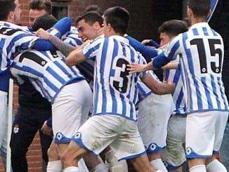 Hacia tiempo que los jugadores no celebraban con tanto entusiasmo un gol como el de Miguelito.