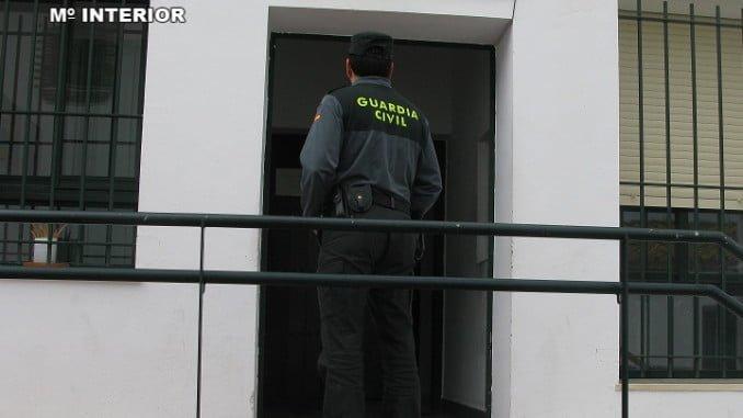 La Guardia Civil de Cartaya detuvo a uno de los individuos y hay dos más investigados por los hechos
