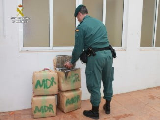 Fardos con la droga en las dependencias de la Guardia Civil
