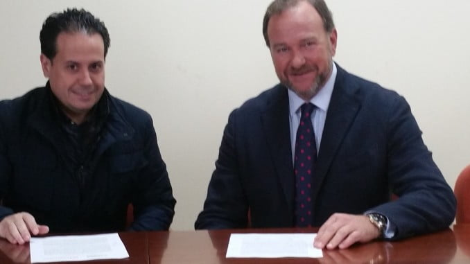 La Asociación de Bares, Restaurantes y Cafeterías de Huelva (BARECA) firma un acuerdo con Interfresa por el que sus socios promocionarán los frutos rojos al abrigo de la capitalidad gastronómica.
