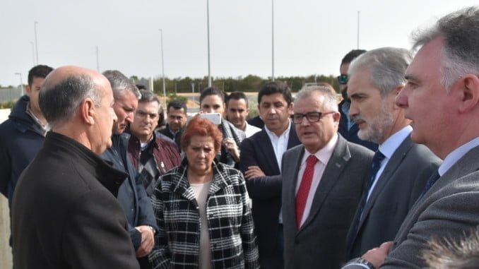 Los alcaldes de la Costa muestran su malestar al consejero por no haber sido informados de su visita
