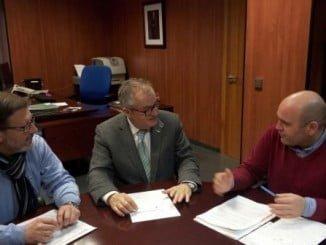 Alexis Landero, portavoz y secretario general en el municipio, se reunió con el delegado territorial de Salud, Rafael López
