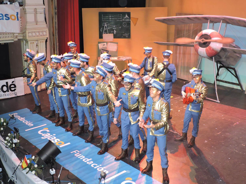 """""""El escuadrón del segundo mes"""", comparsa de Carmona, fue la encargada de abrir el telón del Gran Teatro"""