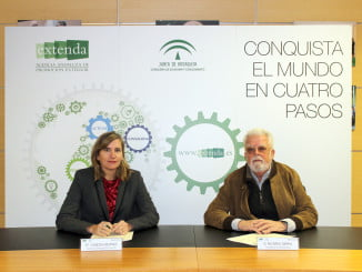 La consejera delegada de Extenda y el presidente de Interaceituna firman un convenio para unir sus fuerzas