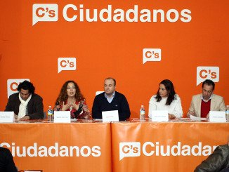 La formación naranja ha celebrado una mesa redonda para analizar el acoso escolar