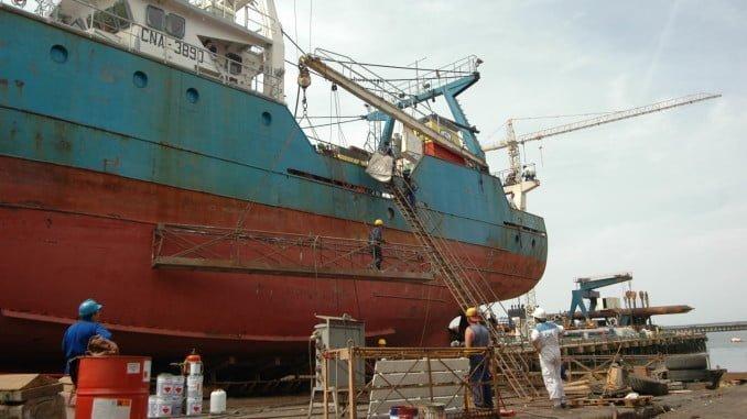 La naviera está realizando los trabajos para remotorizar el fast ferry Jaume II en estos astilleros