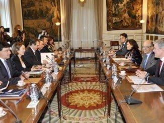 Cruz asistió hoy en Madrid a la reunión de la FEMP con Sáenz de Santamaría y Montoro