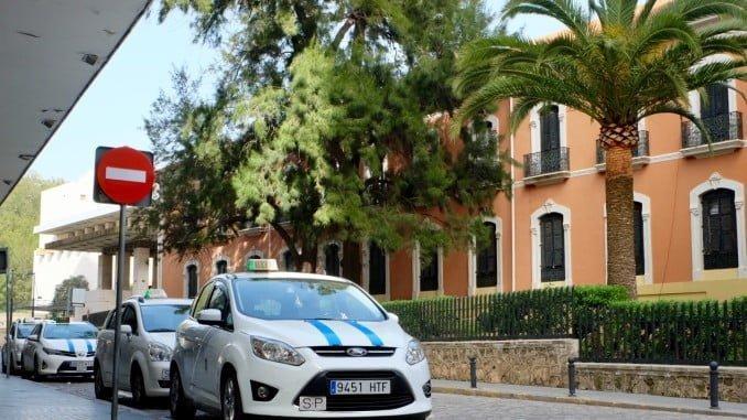 Seis permisos de taxi han sido ya retirados para reducir una oferta que está saturada en la ciudad