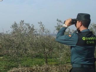 Una patrulla inició las labores de rescate, estando en contacto telefónico continuo con los dos senderistas