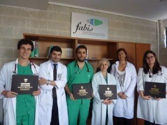 Los nuevos graduados en investigación con su título